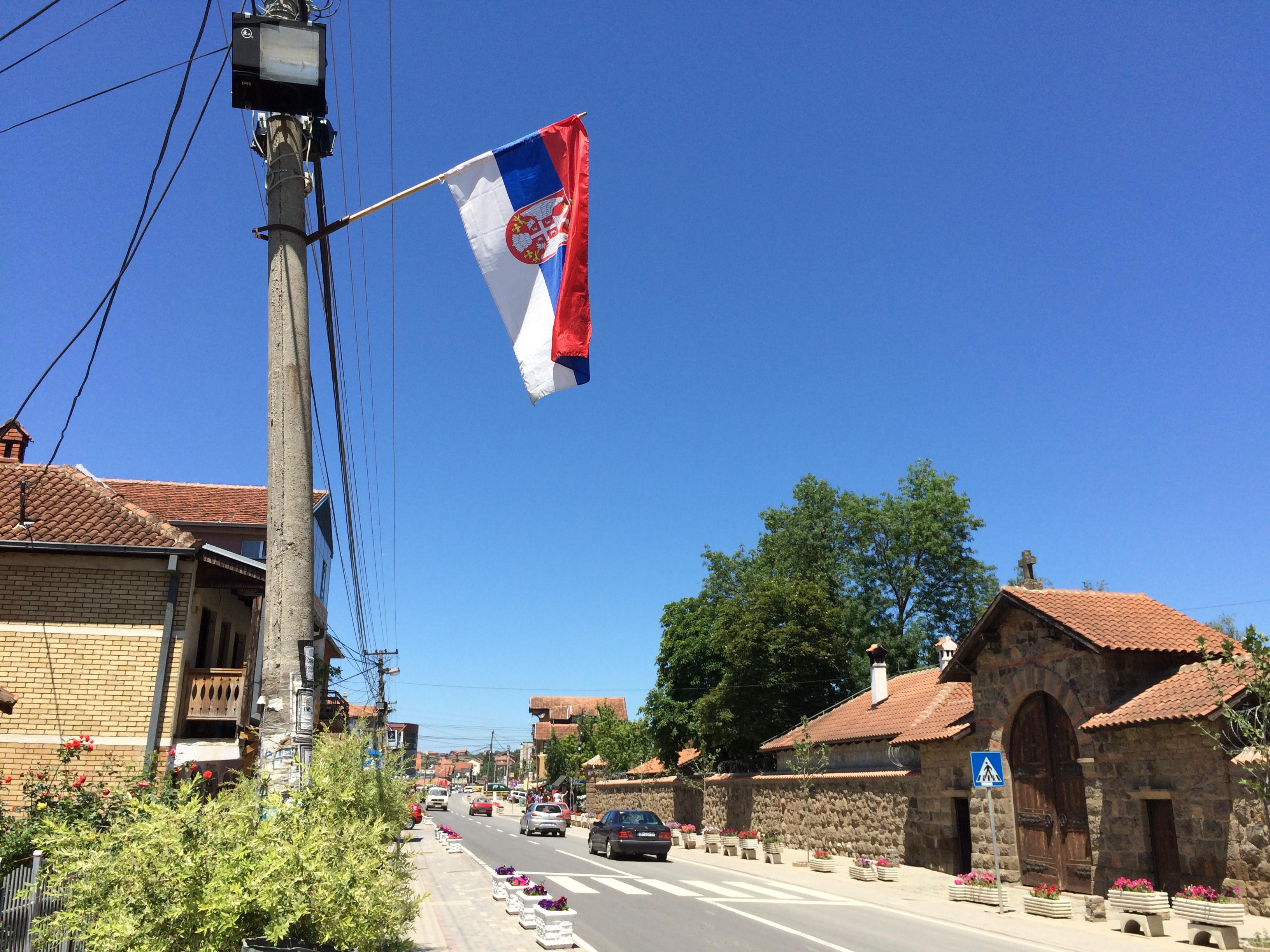 格拉查尼察街头塞尔维亚国旗