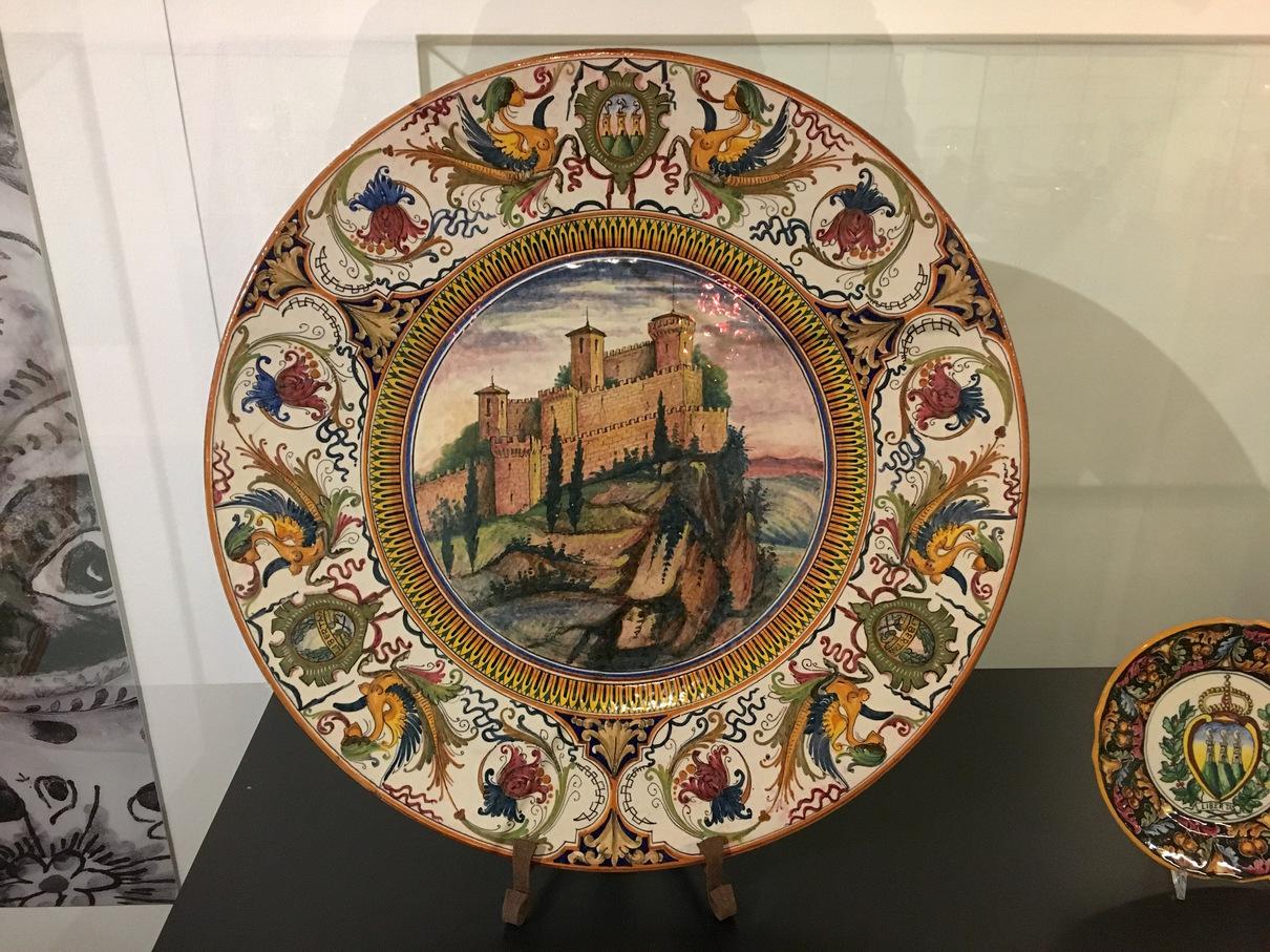 圣马力诺三塔瓷器